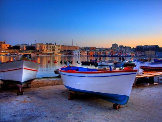barche in secca al villaggio pescatori - Brindisi (7849 clic)