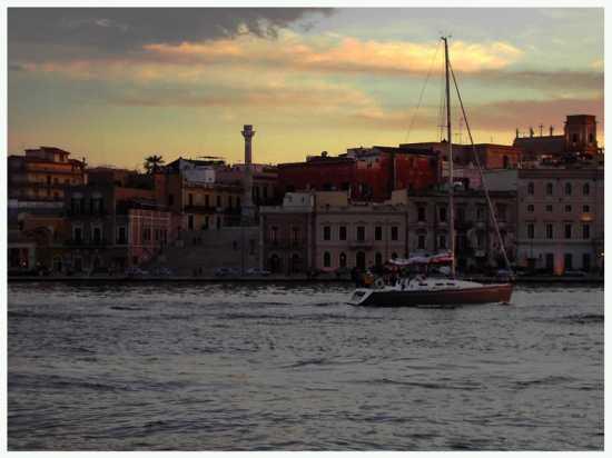Verso sera, verso casa - Brindisi (2894 clic)