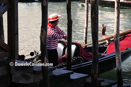 Gondoliere - Venezia (3356 clic)