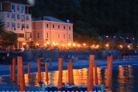 Spiaggia di Monterosso di Notte - Monterosso al mare (6255 clic)