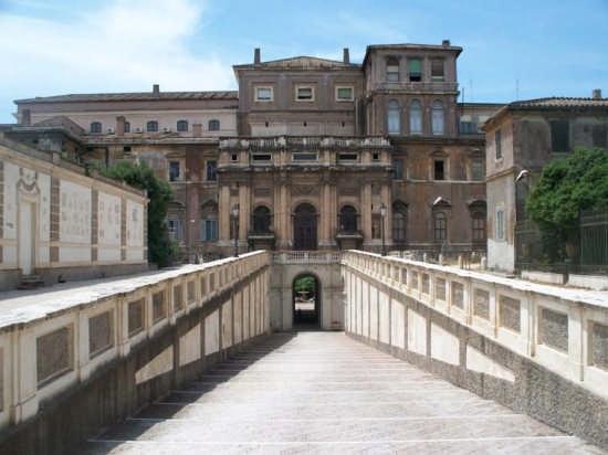 Palazzo Barberini sul retro - Roma (3364 clic)