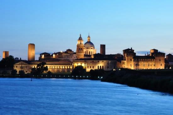 Mantova dopo il tramonto (10338 clic)