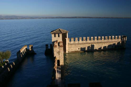 Sirmione. Castello sull'acqua (6886 clic)