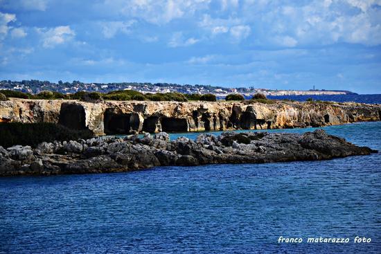 Ognina: un mare di grotte (1394 clic)