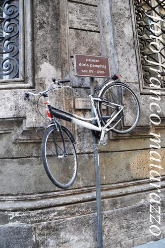 DIVIETO DI AFFISSIONE - Roma (1457 clic)