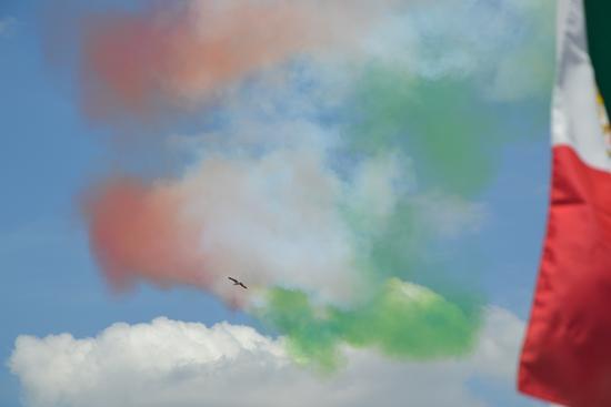 UN CIELO AZZURRO...TRICOLORE:ITALIA - Roma (1430 clic)