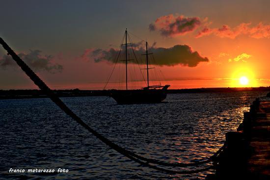 PORTOPALO DI CAPO PASSERO:Al tramonto si naviga (2685 clic)