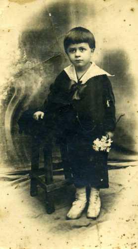 Bambino vestito a festa - Trinitapoli (2045 clic)