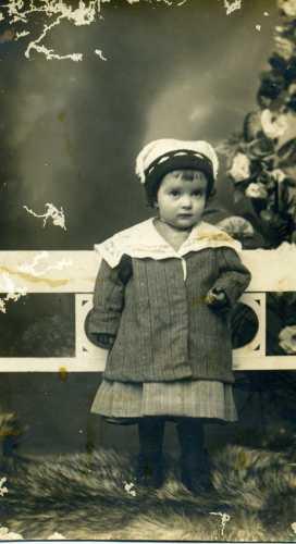 Bambino festito con abiti modesti - Trinitapoli (2058 clic)