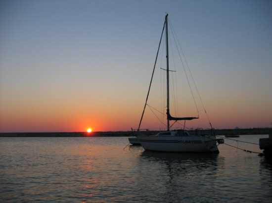 Alba sul porto - Trinitapoli (2823 clic)
