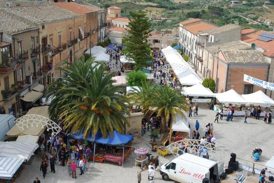 42° Sagra delle ciliegie 12 giugno 2011 - Chiusa sclafani (2353 clic)