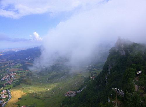Un paseo por las nubes - San marino (2149 clic)