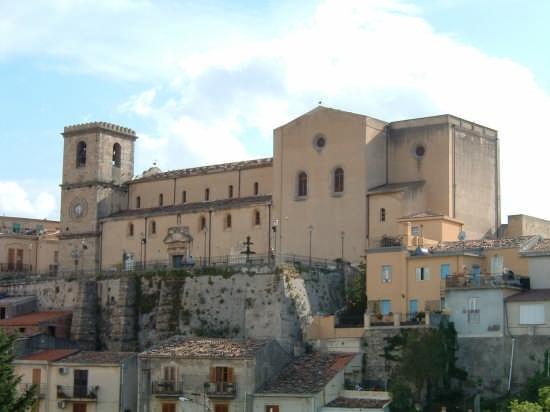 Il Duomo e Piazza delle Aquile - Castroreale (3044 clic)