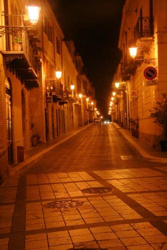 Castroreale -Notturno- Il Corso (3029 clic)