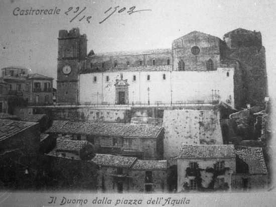 Il Duomo dalla piiazza dell'Aquila - Castroreale (3952 clic)