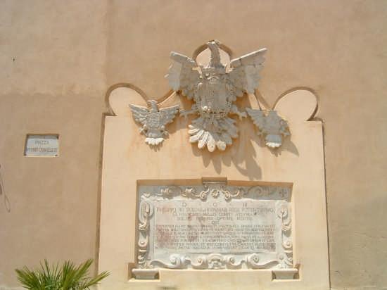 L'aquila (dettaglio piazza delle aquile) - Castroreale (2507 clic)