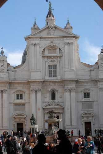 facciata ingresso della basilica - LORETO - inserita il 26-Oct-09