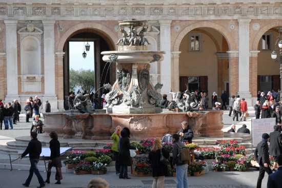 fontana  - Loreto (2492 clic)