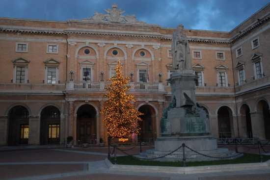 natale in piazza Giacomo Leopardi - Recanati (4074 clic)