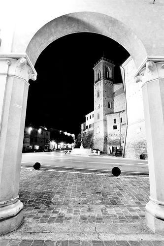 In cornice - San costanzo (1672 clic)
