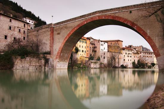 Al ponte storto - Fossombrone (9120 clic)