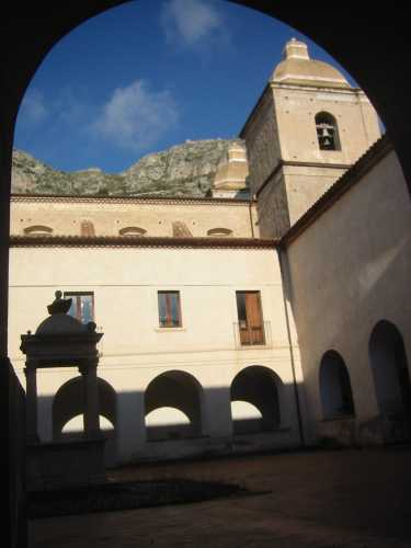 CHIOSTRO CONVENTO SAN GIOVANNI THERISTIS - Stilo (2132 clic)