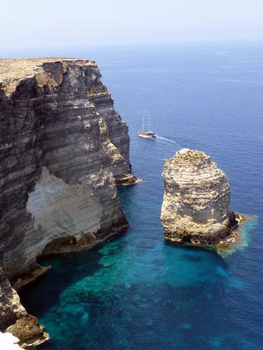 Lampedusa, faraglioni al Sacramento (653 clic)