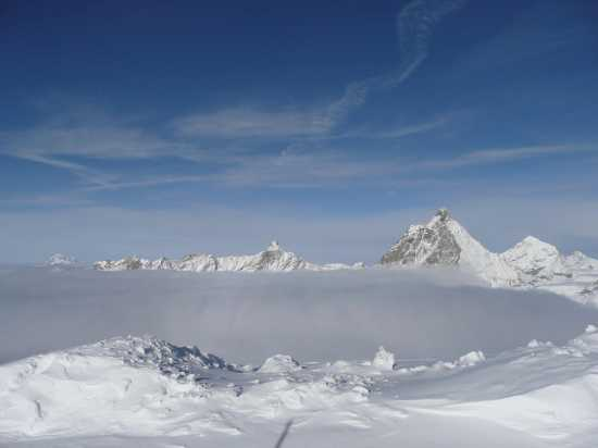 mare di nubi nel ghiacciaio del Plateau Rosà - Cervinia (5474 clic)