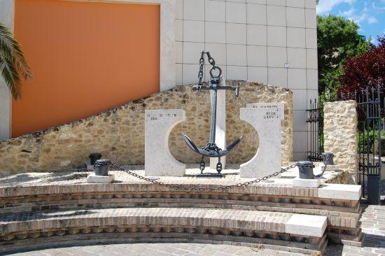 Monumento ai Caduti del Mare - Ortona (2596 clic)