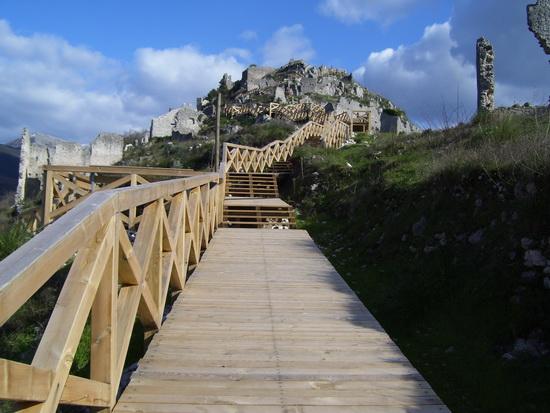 Sentiero e scale in legno - Roccasecca (4416 clic)