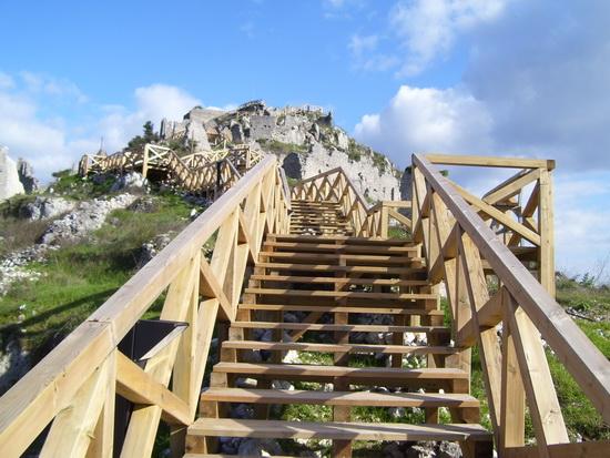 Sentiero e scale in legno_03 - Roccasecca (2383 clic)