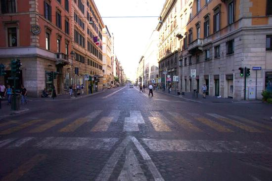 Via Nazionale in direzione piazza Venezia - Roma (2261 clic)