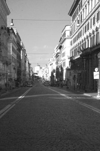 Con le luci basse ed ombre lunghe, il BN! - Roma (1356 clic)