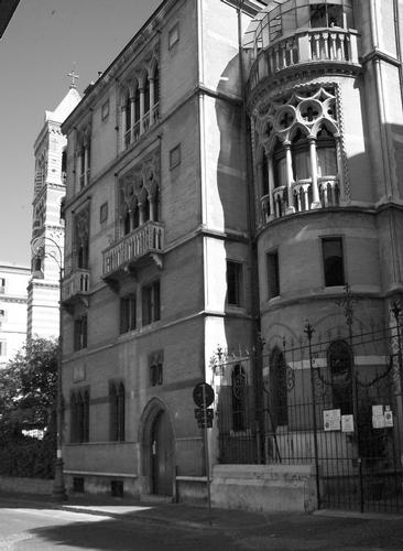 una casa quasi...Coppede'_02 - Roma (1807 clic)