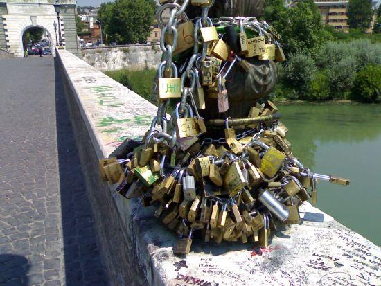 I lucchetti di Ponte Milvio - luglio 2006 - Roma (3844 clic)