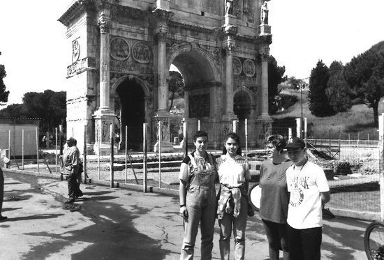 Turisti davanti l'arco di Costantino - Roma (1707 clic)