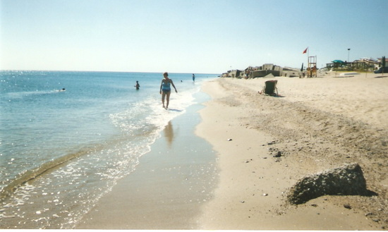 Spiaggia con bandiera rossa_02 - Soverato (3079 clic)