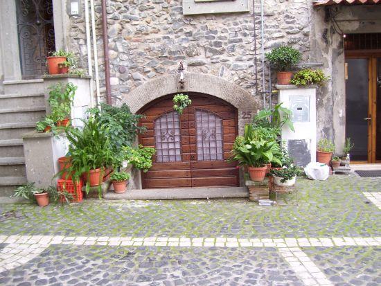 Cantina trasformata in abitazione - Velletri (1586 clic)