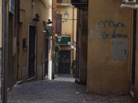 Un vicoletto dalle parti di Piazza Mazzini - Velletri (2030 clic)