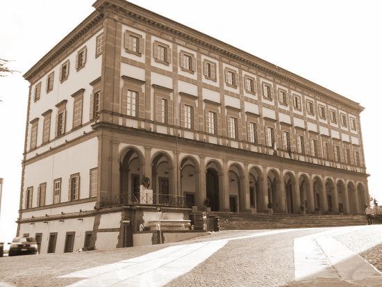 Il palazzo Comunale - Velletri (2628 clic)