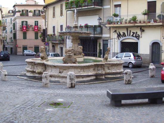Piazza Mazzini - Velletri (3815 clic)