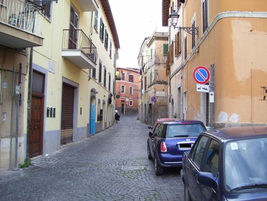 Una viuzza verso il quartiere medievale - Velletri (1479 clic)