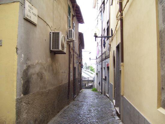 vicolo del Pavone - Velletri (1889 clic)