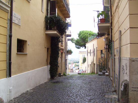 Stradina in discesa - Velletri (1987 clic)