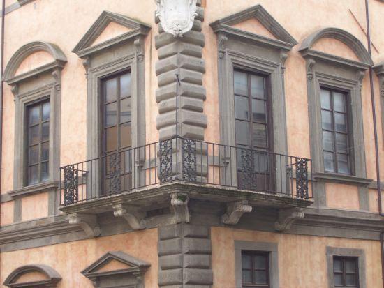 Palazzo Romani - balcone ad angolo - Velletri (2651 clic)