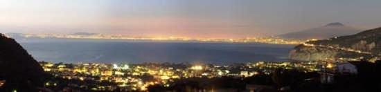Il panorama dalla terrazza del Bed and Breakfast in Sorrento (2917 clic)