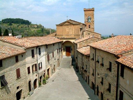 Piazza di castello dall'alto - Chianni (4145 clic)