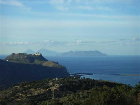 Belvedere Colle di Tindari (con il Santuario della Madonna bruna) e dei laghetti di Marinello - Patti (4917 clic)