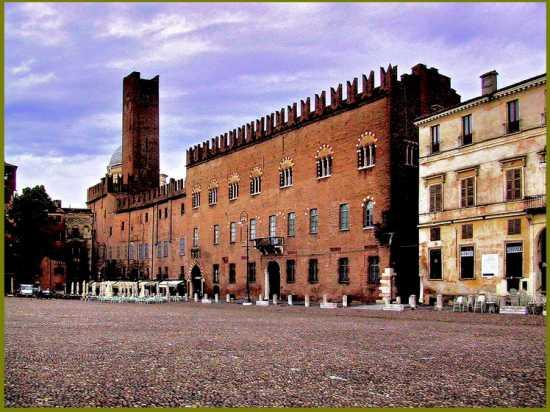 Manrova - Piazza Sordello - Palazzo Bonacolsi- primi signori di Mantova  (3364 clic)