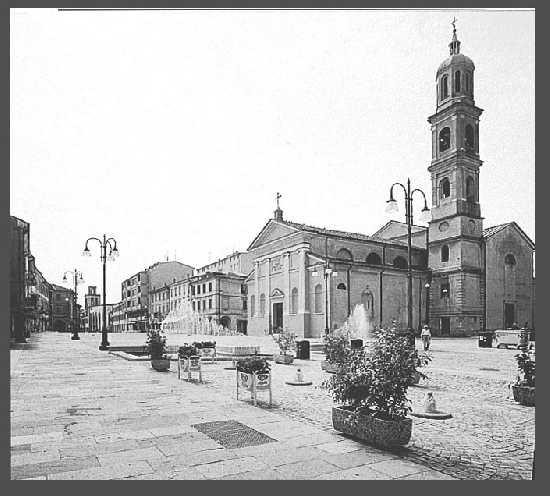 Piazza  Giuseppe Garibaldi  - Suzzara (3141 clic)